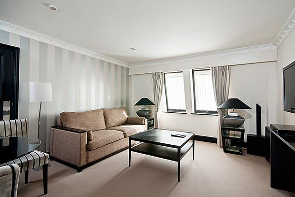 Mayfair House Standard One Bedroom Apartment - Living Room