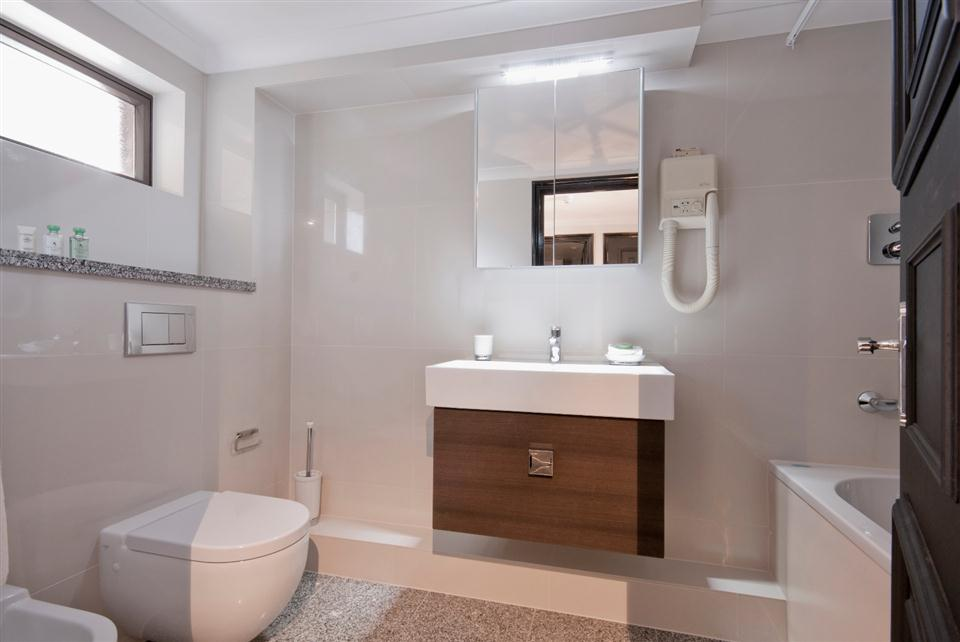 Mayfair House Superior One Bedroom Apartment - Bathroom