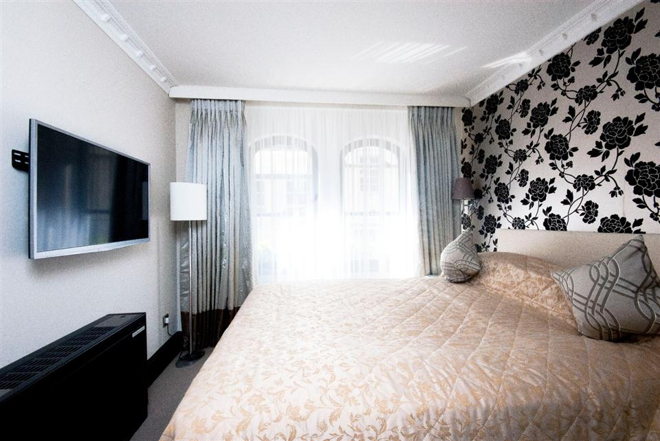 Mayfair House Superior One Bedroom Apartment - Bedroom