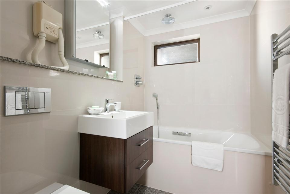 Mayfair House Standard Two Bedroom Apartment - Bathroom