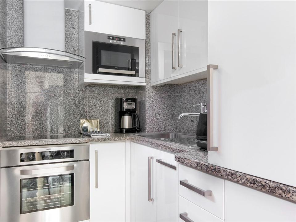 Mayfair House Standard Two Bedroom Apartment - Kitchen