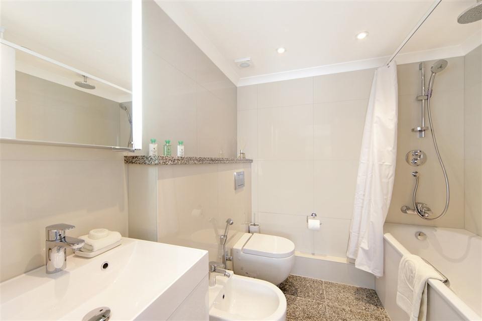 Mayfair House Three Bedroom Mayfair Suite - Bathroom