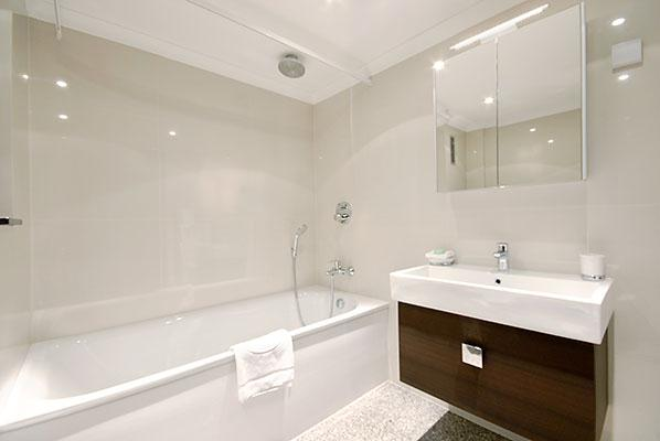 Mayfair House Three Bedroom Executive Apartment - Bathroom