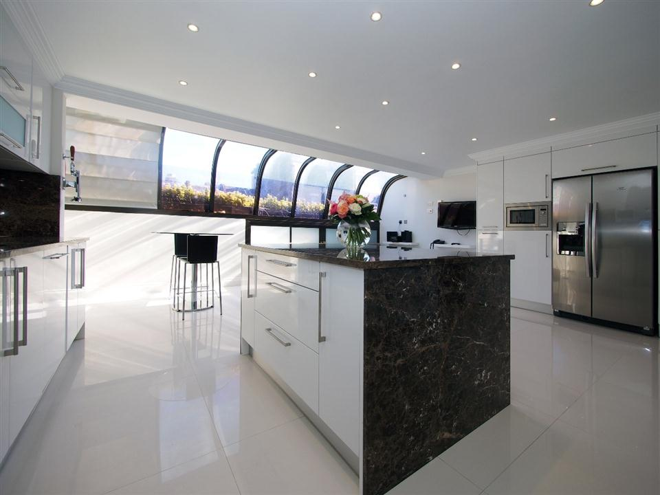Mayfair House Four Bedroom Apartment - Kitchen