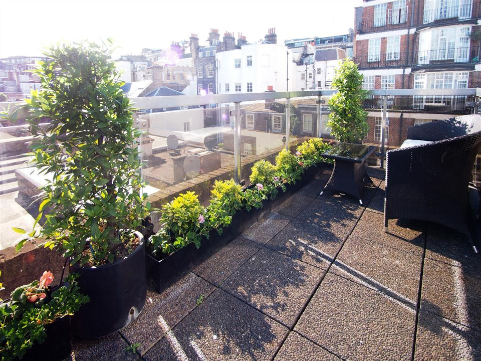 Mayfair House Four Bedroom Apartment - Balcony