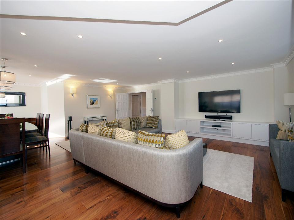 Mayfair House Four Bedroom Apartment - Living Room