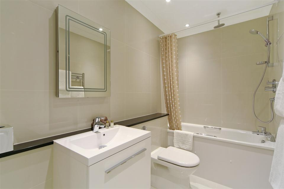 Queensgate Court One Bedroom Standard Apartment - Bathroom