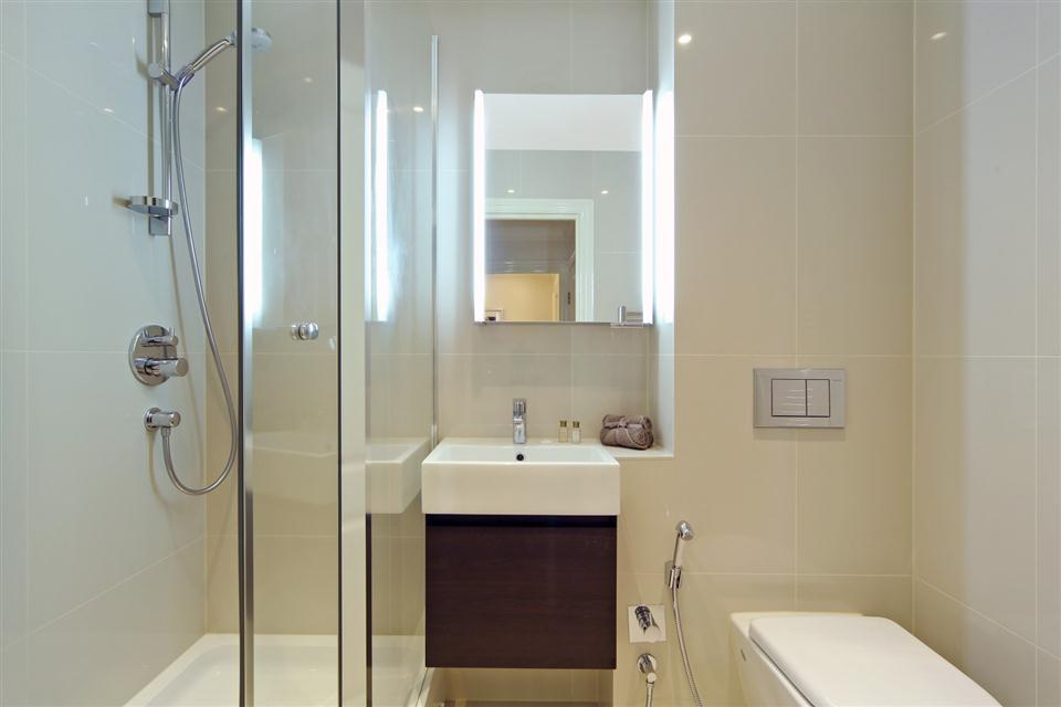 Queensgate Court Two Bedroom Deluxe Apartment - Bathroom