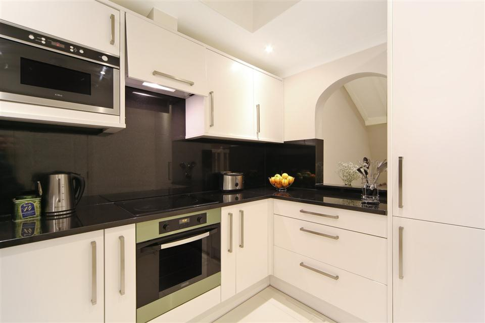 Queensgate Court Two Bedroom Deluxe Apartment - Kitchen