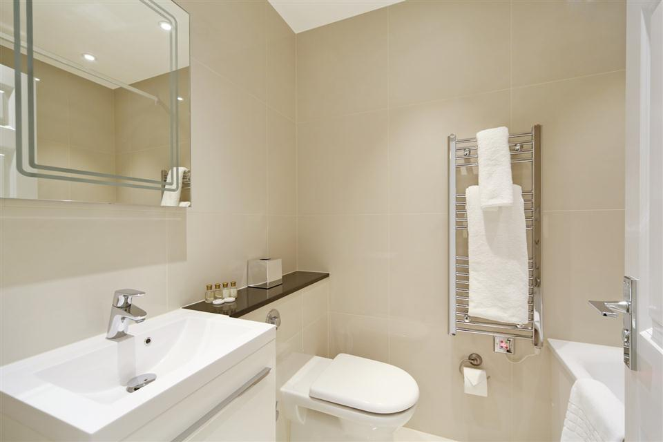 Queensgate Court Three Bedroom Standard Apartment - Bathroom