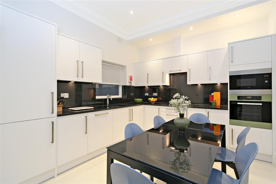Queensgate Court Three Bedroom Standard Apartment - Kitchen