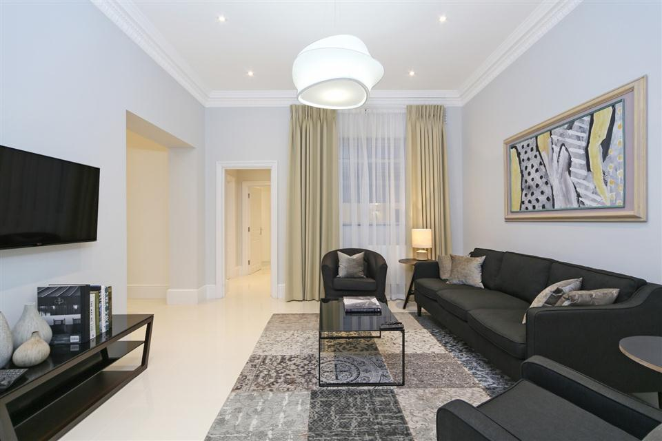Queensgate Court Three Bedroom Standard Apartment - Living Room