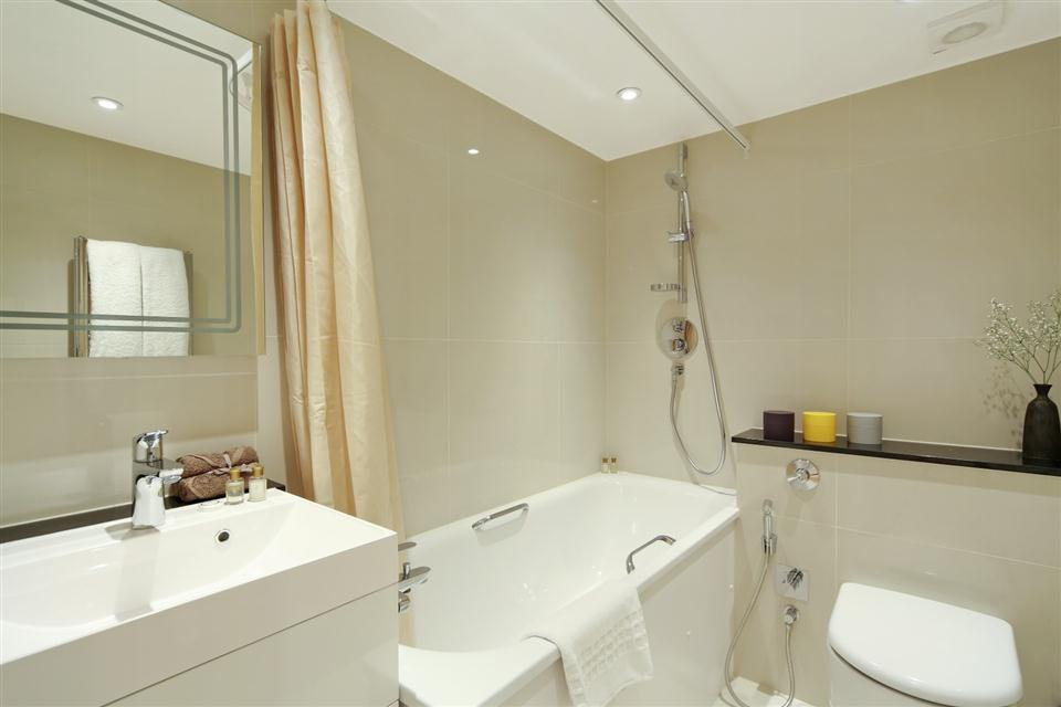 Queensgate Court Studio Deluxe Apartment -Bathroom