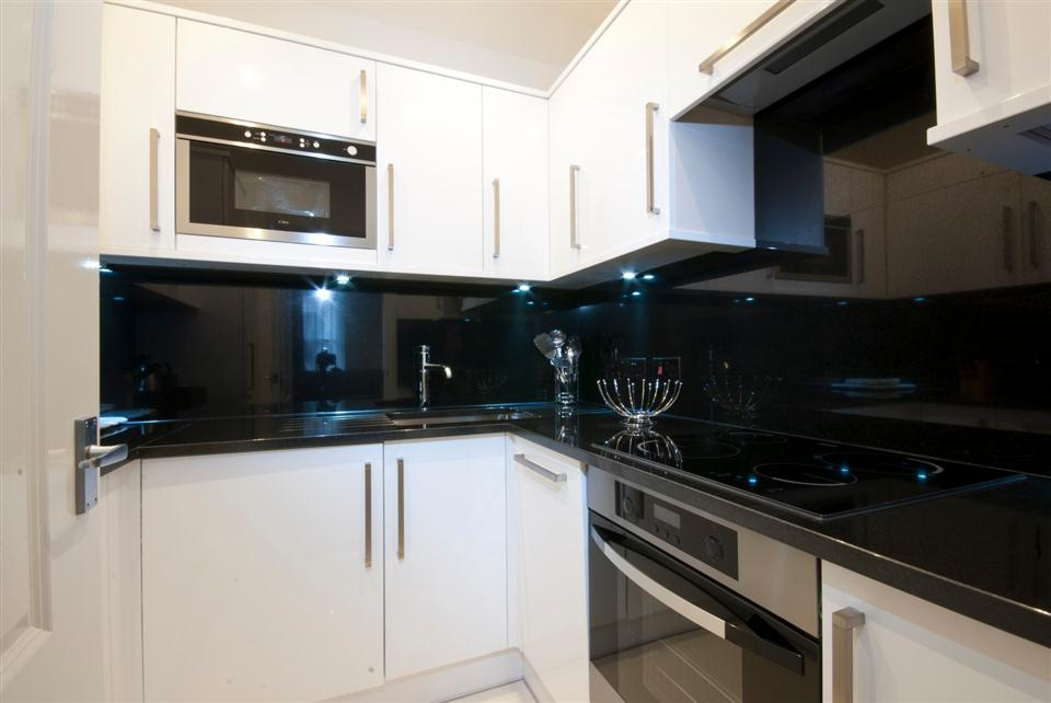 Ashburn Court Two Bedroom Deluxe Apartment - Kitchen