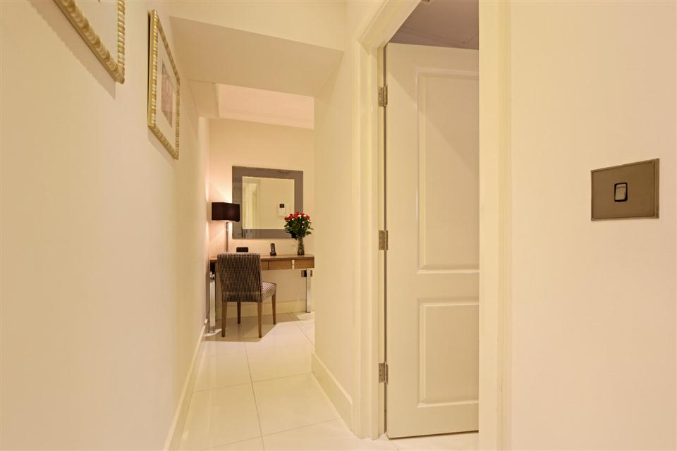 Ashburn Court Two Bedroom Standard Apartment - Corridor