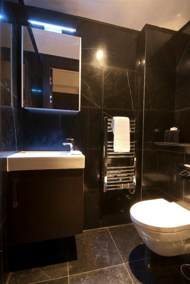 130 Queensgate One Bedroom Executive Apartment - Bathroom