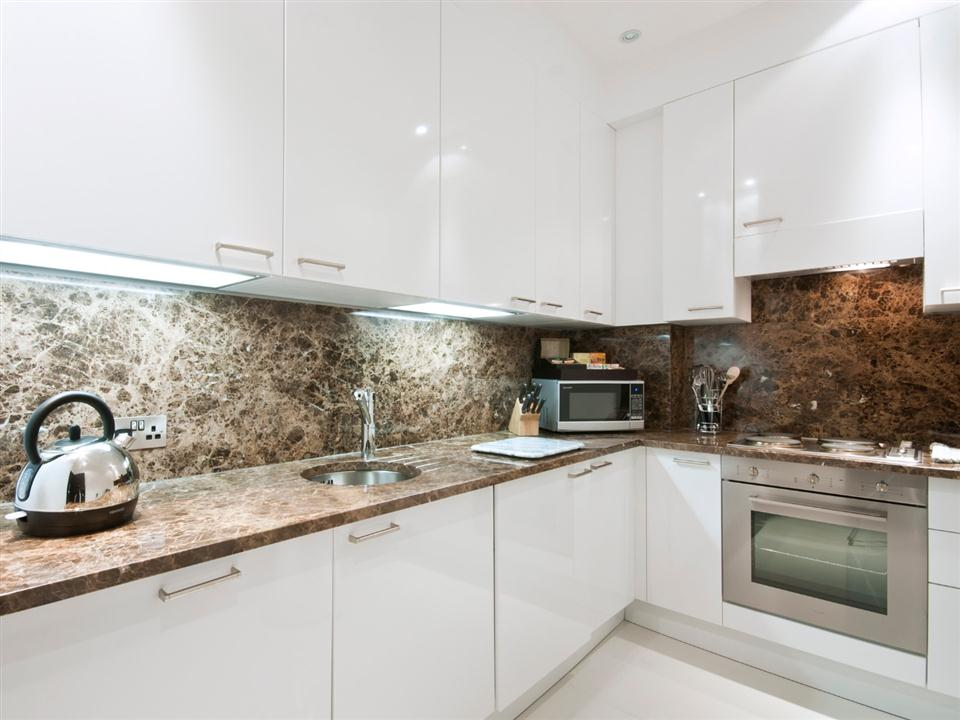 130 Queensgate One Bedroom Executive Apartment - Kitchen