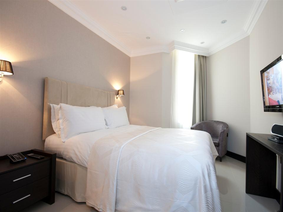 130 Queensgate One Bedroom Standard Apartment - Bedroom