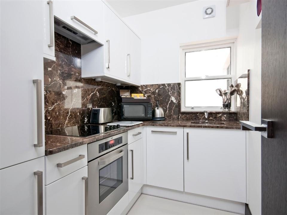 130 Queensgate One Bedroom Standard Apartment - Kitchen