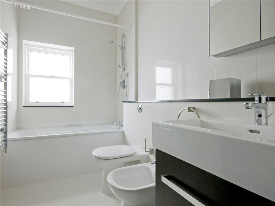 130 Queensgate One Bedroom Superior Apartment - Bathroom