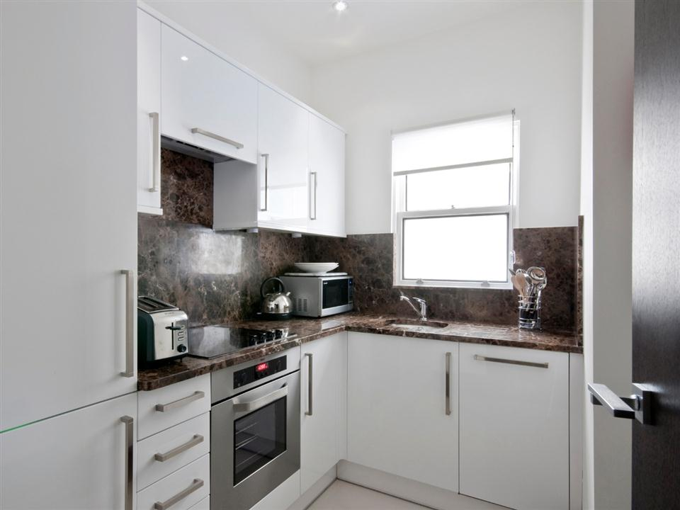 130 Queensgate Two Bedroom Standard Apartment - Kitchen