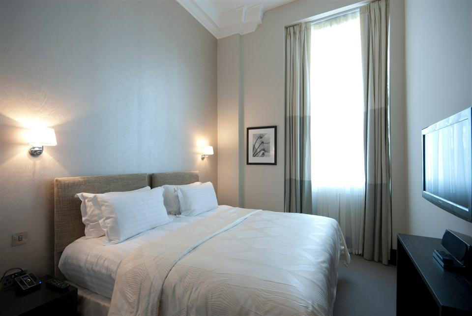 130 Queensgate Three Bedroom Deluxe Apartment - Bedroom
