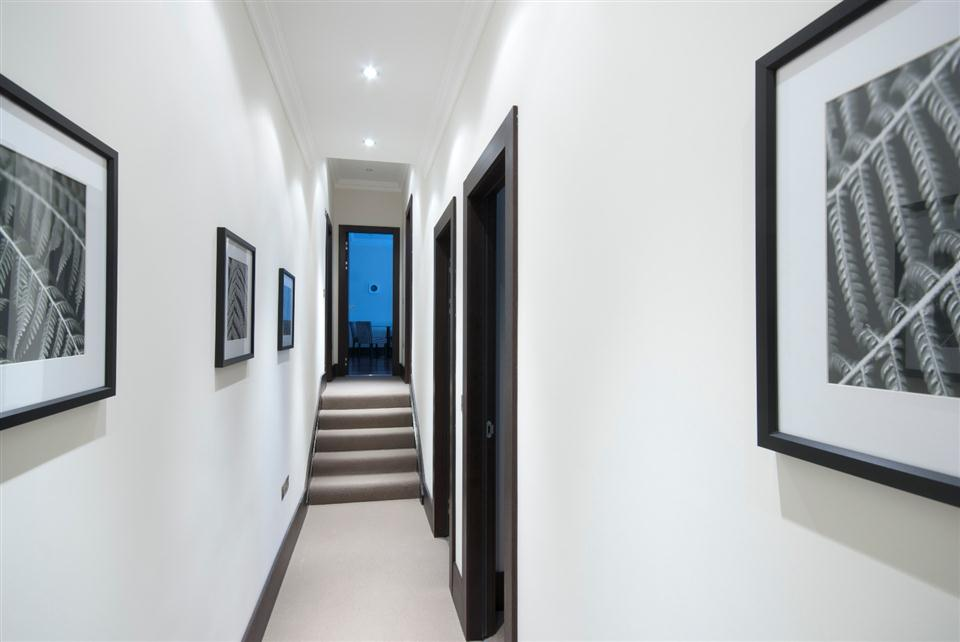 130 Queensgate Three Bedroom Deluxe Apartment - Hallway