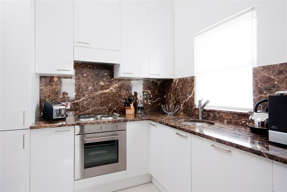130 Queensgate Three Bedroom Deluxe Apartment - Kitchen