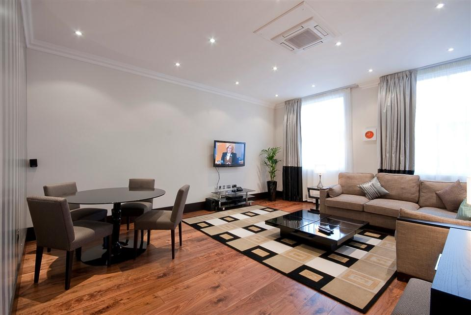 130 Queensgate Three Bedroom Deluxe Apartment - Living Room