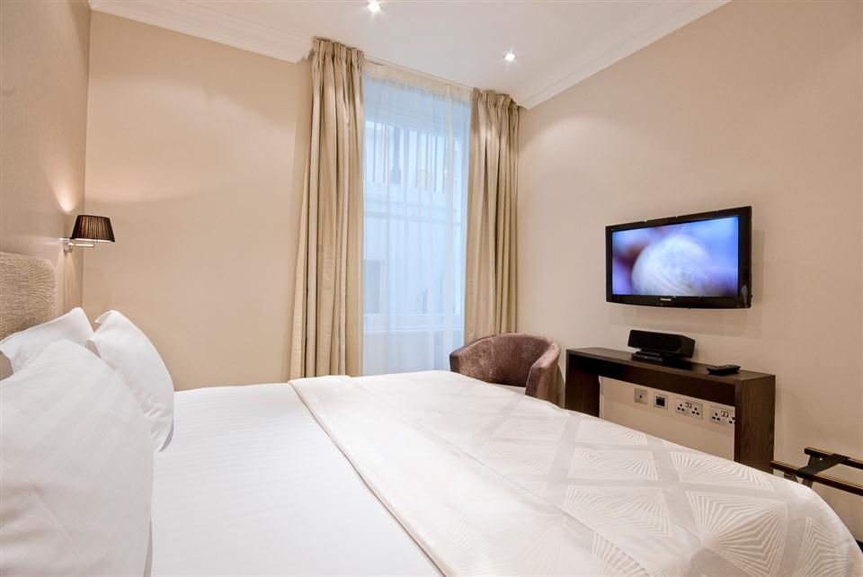 130 Queensgate Three Bedroom Standard Apartment - Bedroom
