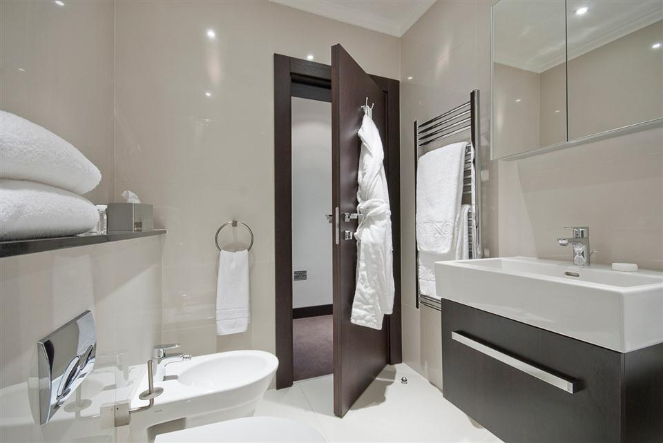 130 Queensgate Three Bedroom Superior Apartment - Bathroom