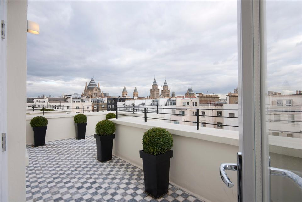 130 Queensgate Four Bedroom Apartment - Roof Terrace