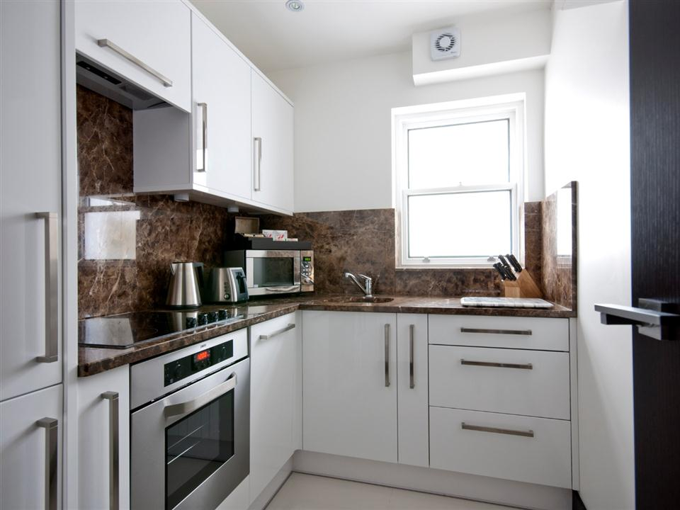 130 Queensgate Studio Apartment - Kitchen