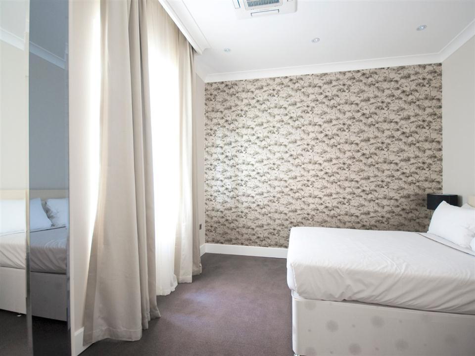 Chilworth Court One Bedroom Standard Apartment - Bedroom
