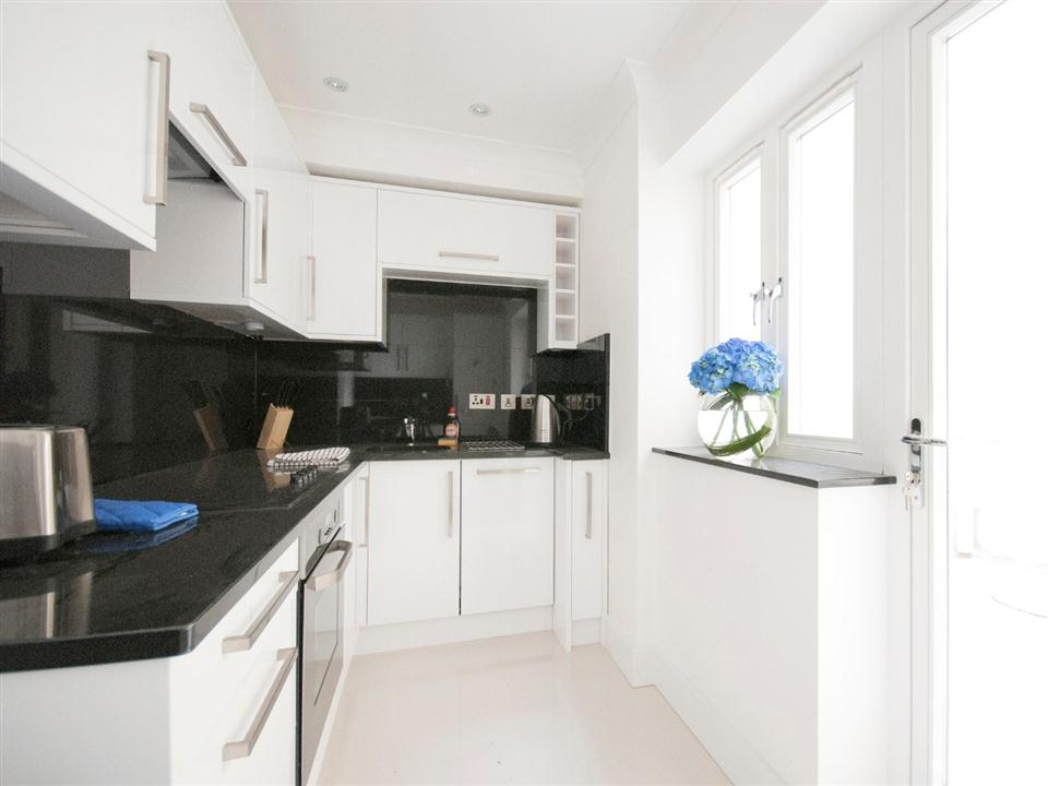 Chilworth Court One Bedroom Standard Apartment - Kitchen