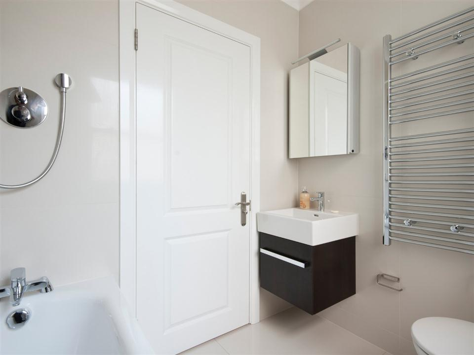 Chilworth Court One Bedroom Superior Apartment - Bathroom
