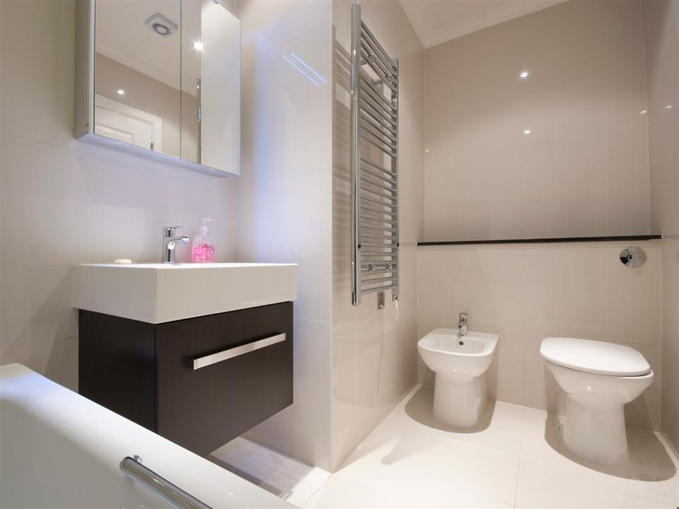 Chilworth Court One Bedroom Superior Apartment - Bathroom