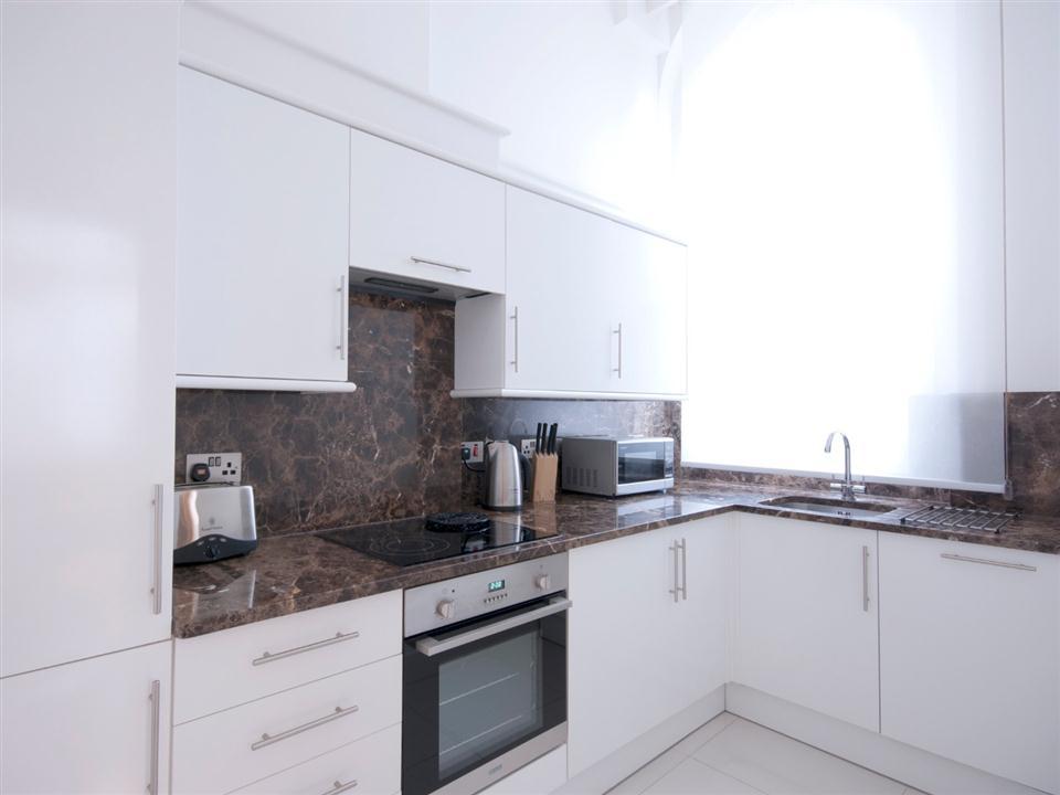 Chilworth Court One Bedroom Superior Apartment - Kitchen