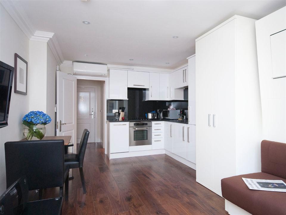 Chilworth Court Studio Apartment - Kitchen