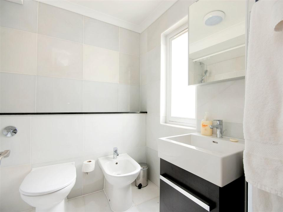 Chilworth Court Studio Apartment - Bathroom