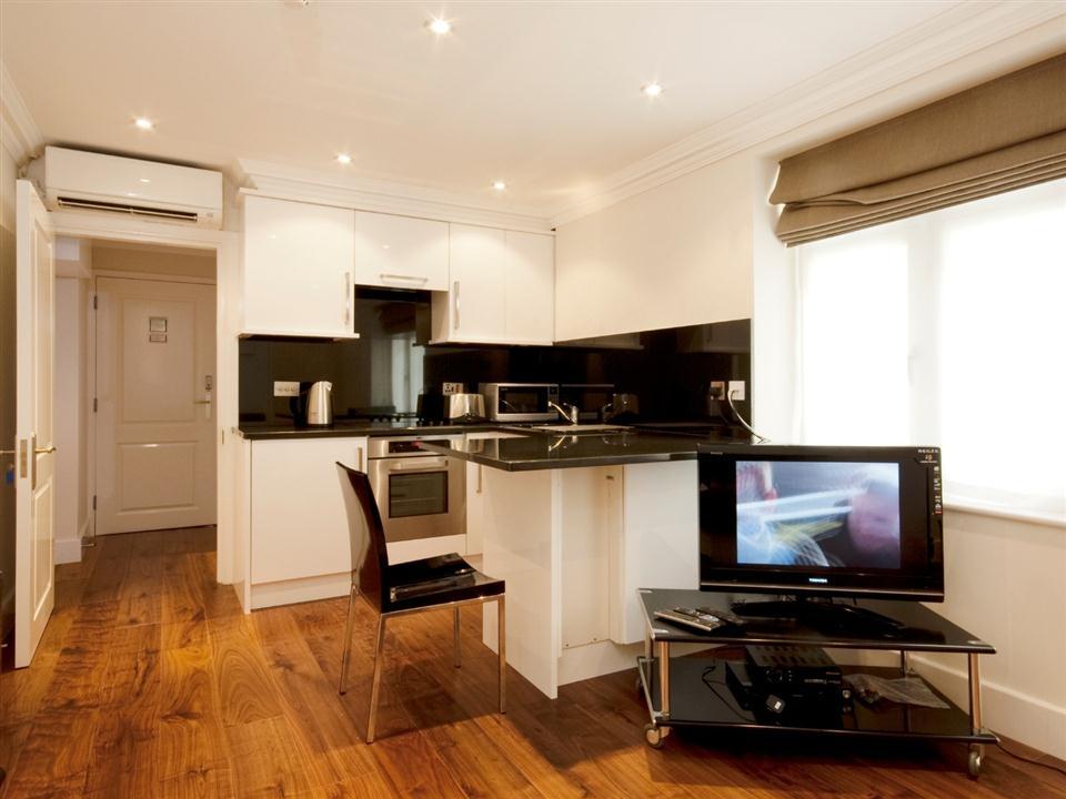 Chilworth Court Studio Apartment