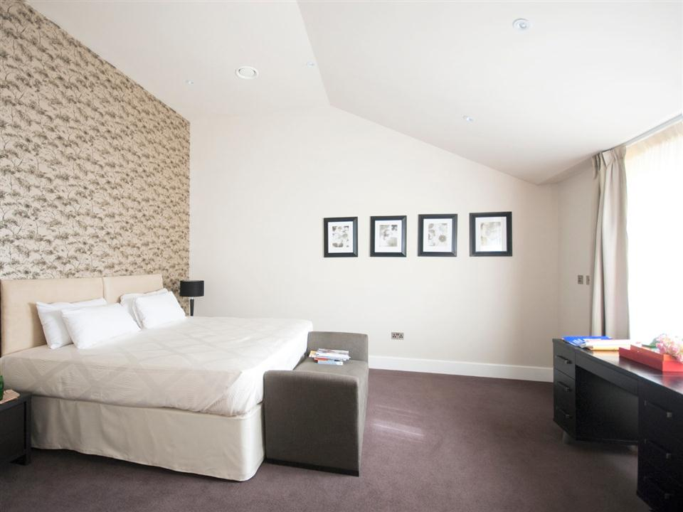 Chilworth Court Three Bedroom Deluxe Apartment - Bedroom