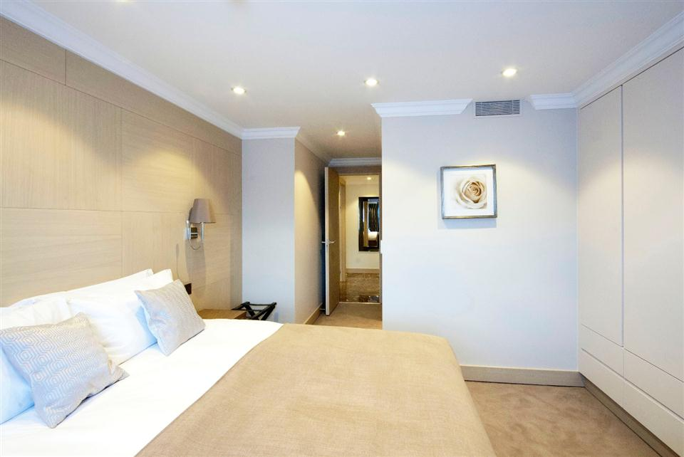Chilworth Court Two Bedroom Deluxe Apartment - Bedroom