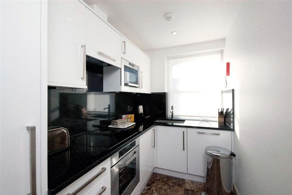 Chilworth Court Two Bedroom Deluxe Apartment - Kitchen