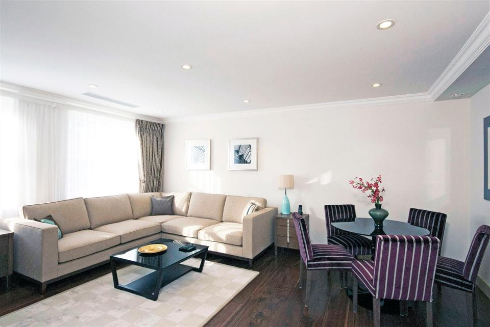 Chilworth Court Two Bedroom Deluxe Apartment - Living and Dining Room
