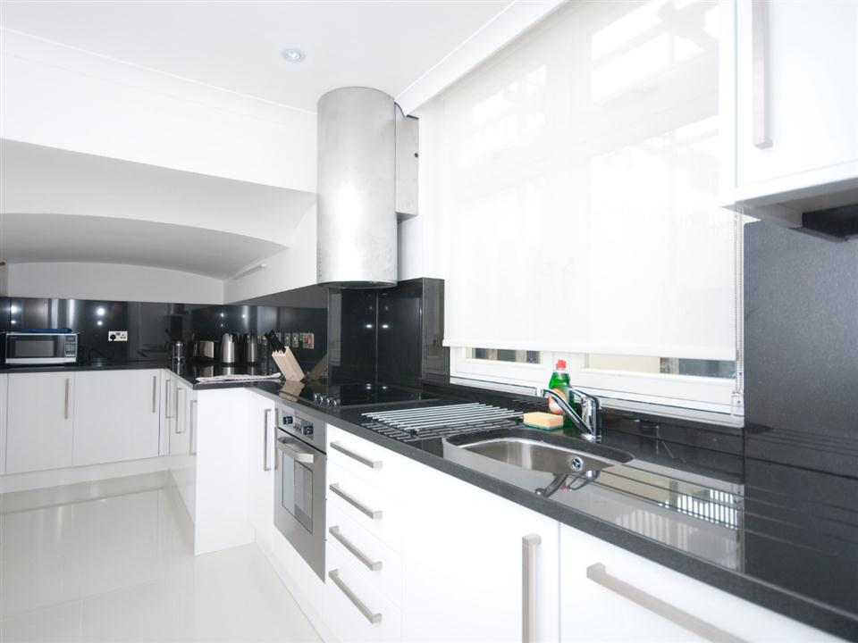 Chilworth Court Two Bedroom Standard Apartment - Kitchen