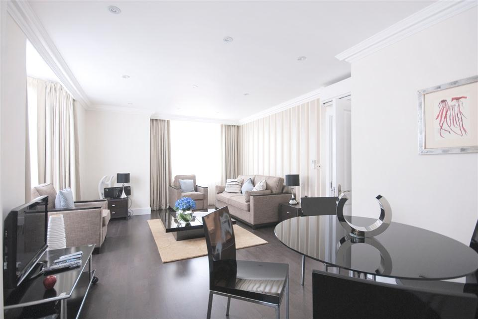 Chilworth Court Two Bedroom Standard Apartment - Living and Dining Room