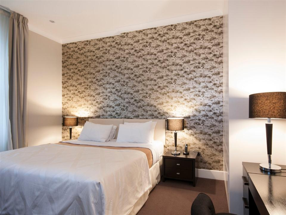 Chilworth Court Two Bedroom Superior Apartment - Bedroom