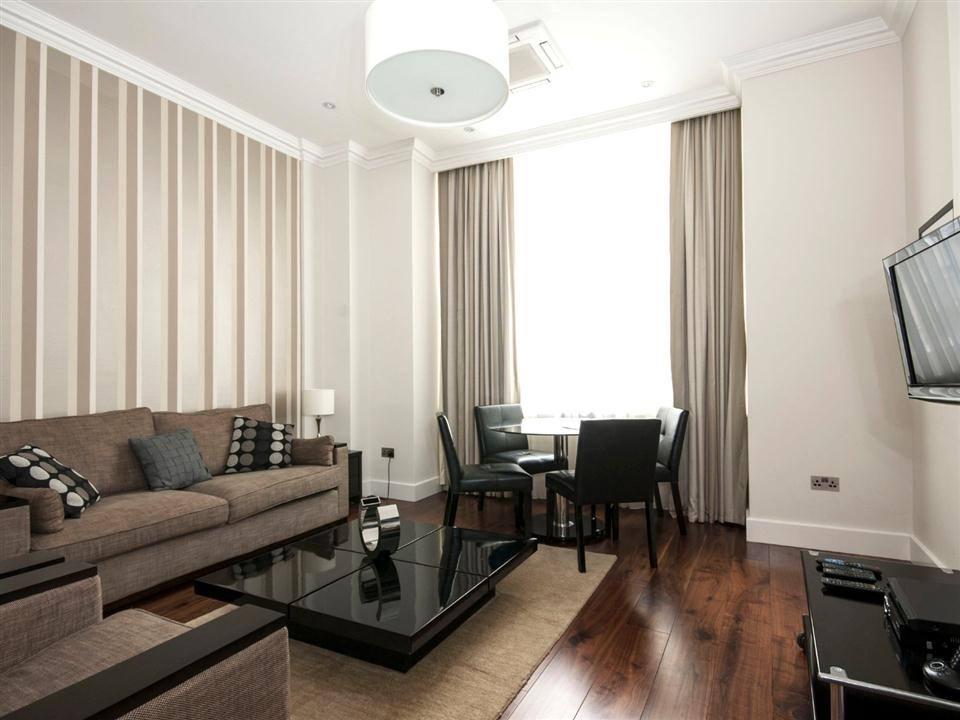 Chilworth Court Two Bedroom Superior Apartment - Living Room