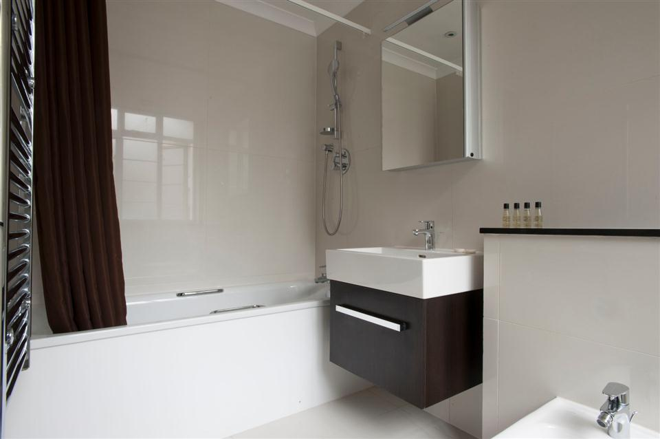 Fountain House Two Bedroom Superior Apartment - Bathroom